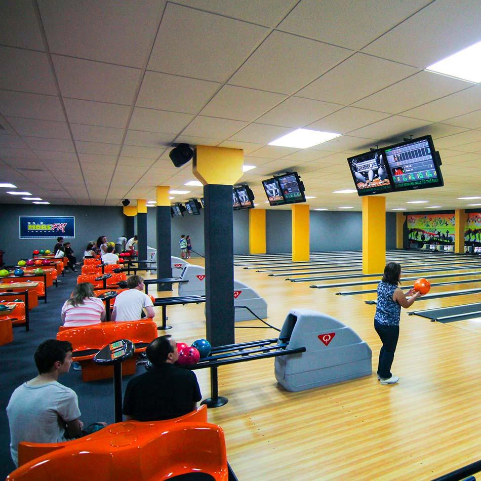 people bowling at bowlarama